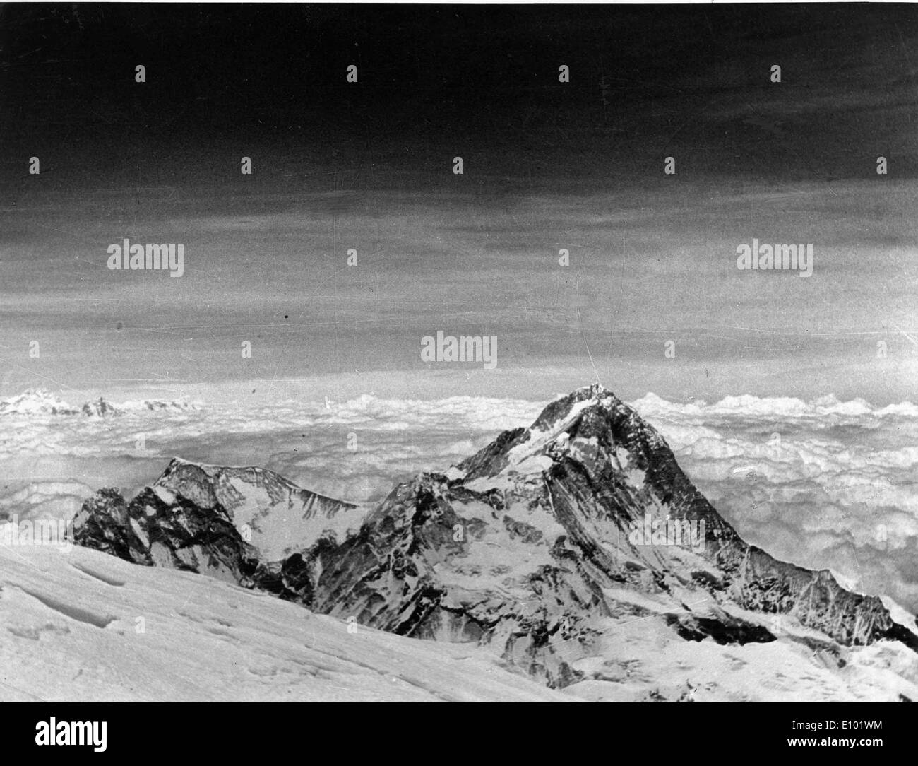 MOUNT EVEREST is the Earth's highest mountain, with a peak at 8,848 metres above sea level. - Stock Image