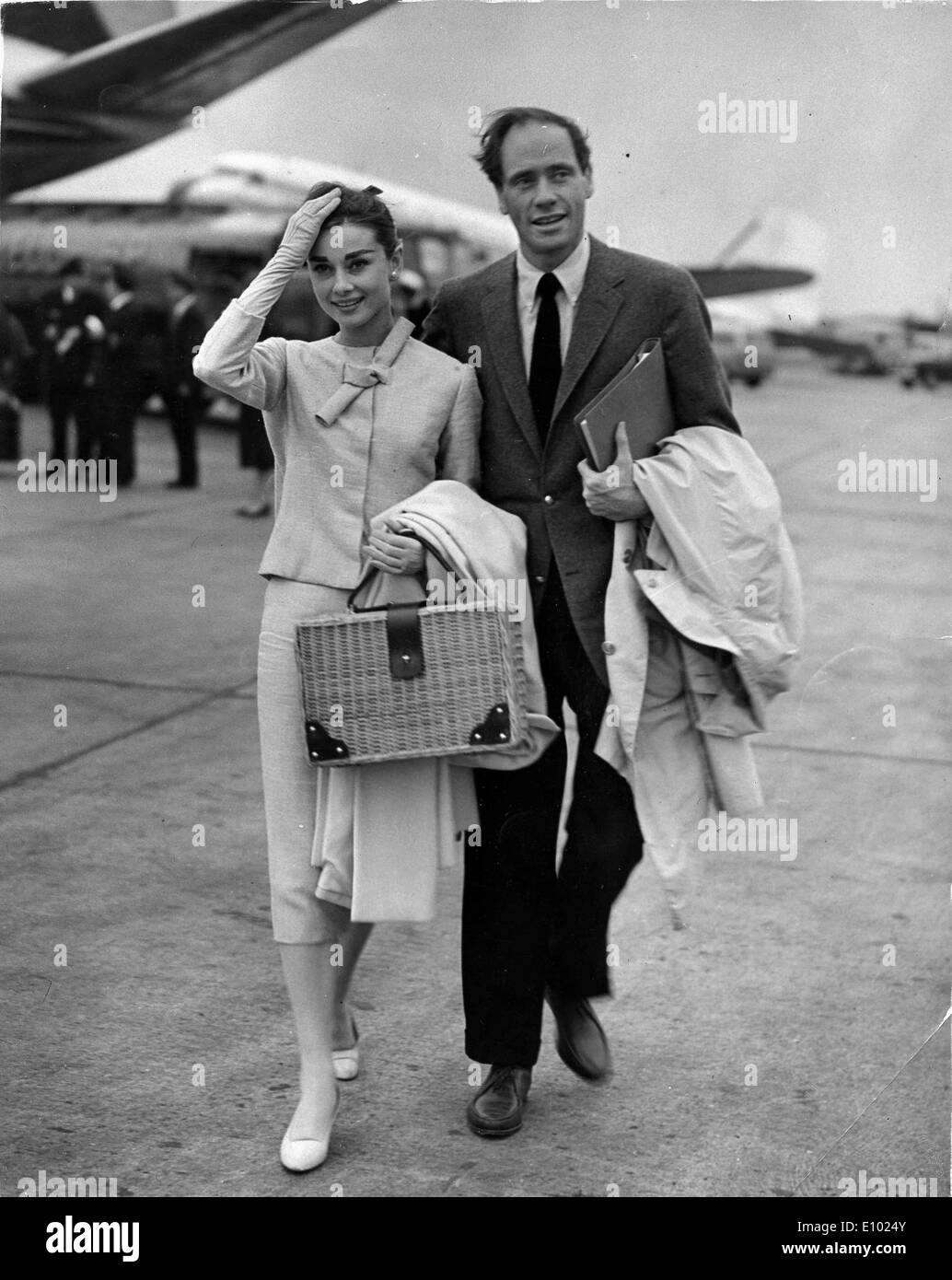 Actors Audrey Hepburn and Mel Ferrer arrive at airport - Stock Image