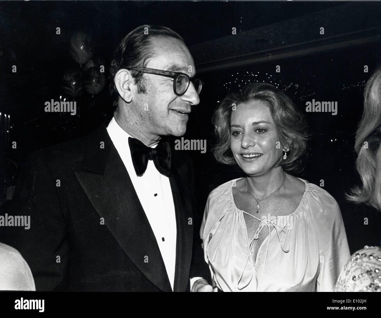 Journalist Barbara Walters with politician Alan Greenspan - Stock Image