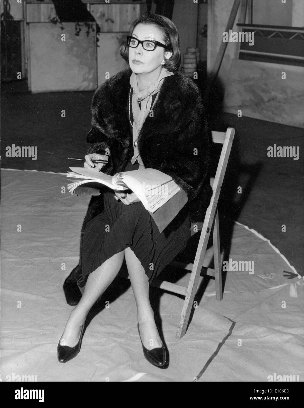 Actress Vivien Leigh rehearses for play - Stock Image
