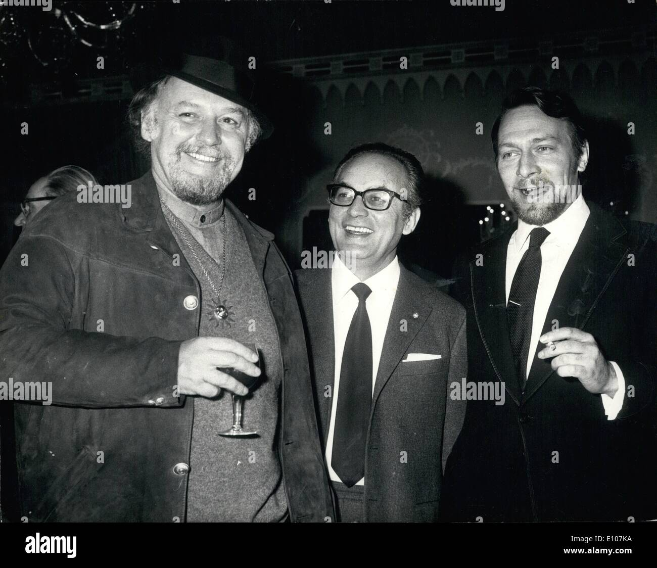 Feb. 02, 1970 - Press reception for new film ''Waterloo'': There was a Press reception for the new film 'Waterloo'', at the Dorchester Hotel, London, last night. Photo shows (l to r) Rod Steiger, who plays Napoleon; Dino De Laurentiis, Producer of the film; and Christopher Plummer, who plays the Duke of Wellington pictured at last night's reception. - Stock Image