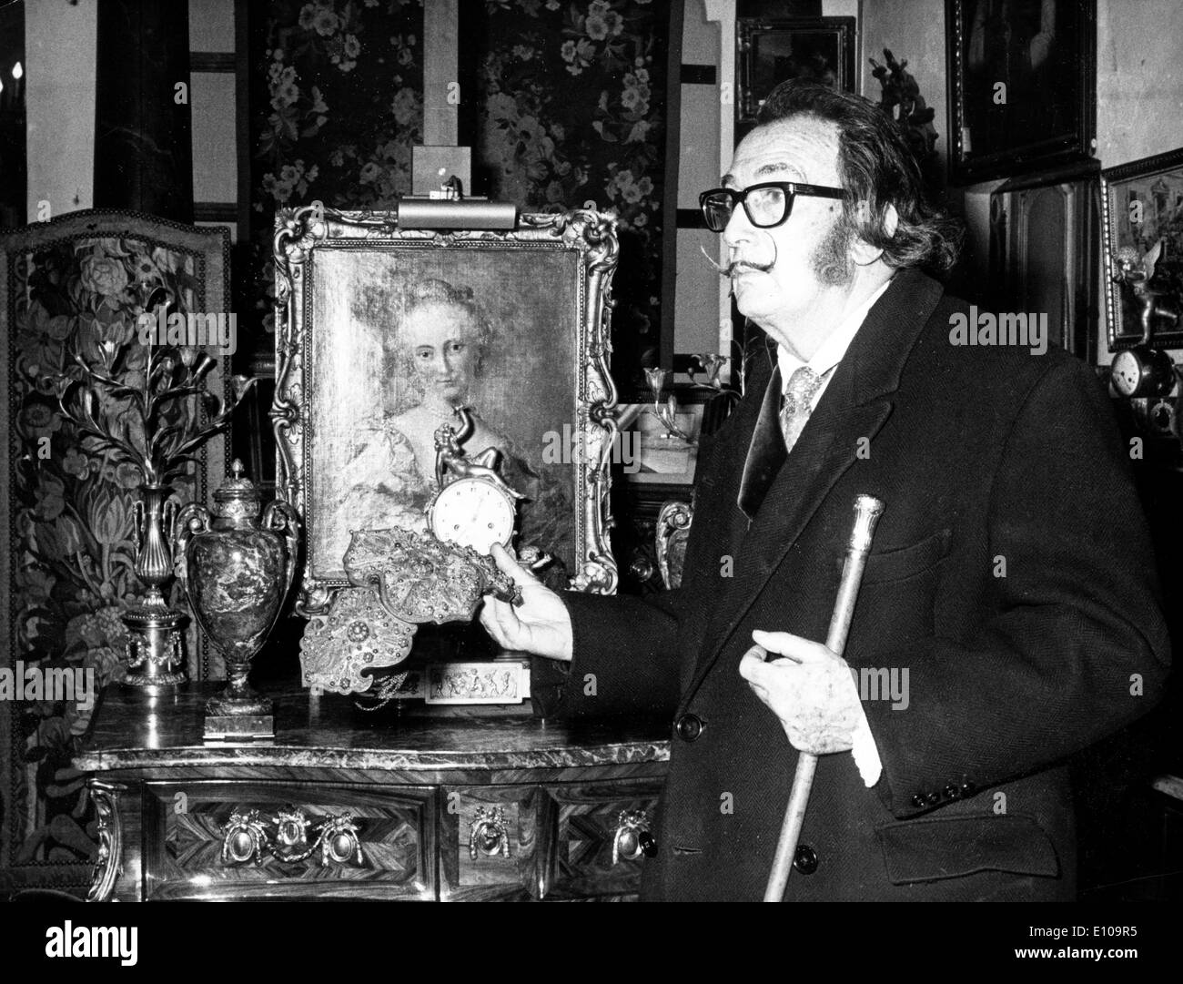 Artist Salvador Dali at antique shop - Stock Image