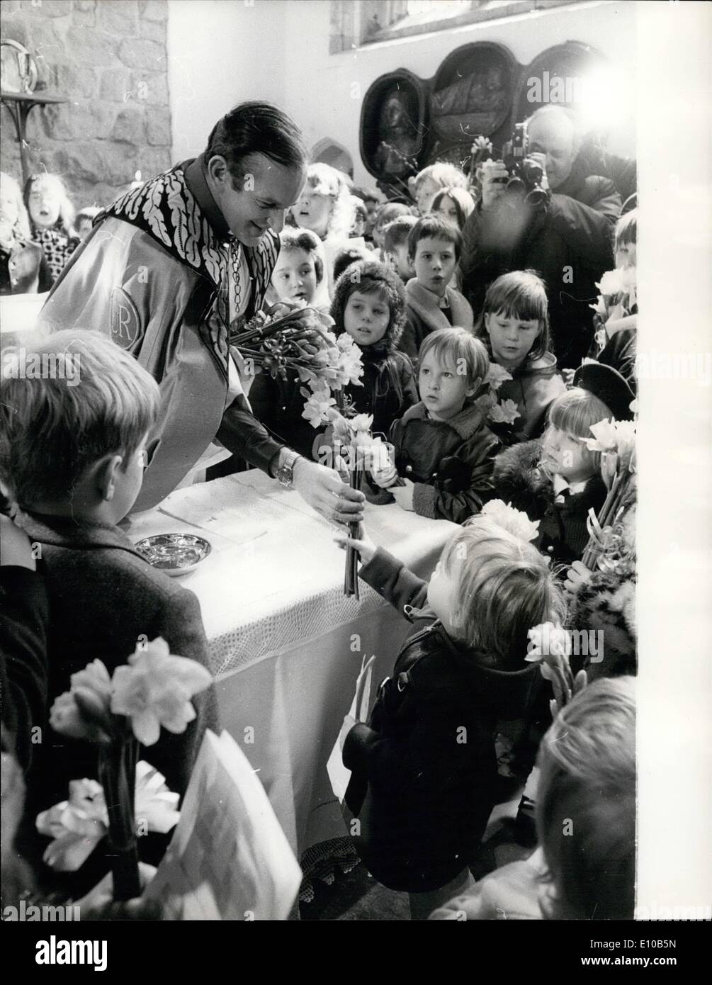 Mar. 03, 1972 - Mothering sunday service: The Rev. John Nicholls, the Queen's Chaplain to the Tower of London, handing members of his congregation tokens of Spring and Mothering Sunday which they took home after a service commemorating a thousand year old custom at the Chapel Royal of St. Peter ad Vincula yesterday. - Stock Image