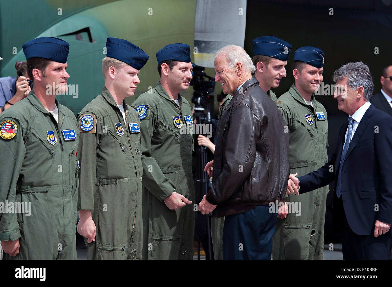 US Vice President Joe Biden meets US Air Force airmen with the 37th Airlift Squadron and the 86th Aircraft Maintenance Squadron May 20, 2014 in Bucharest, Romania. Biden is in Romania to reassure allies of the US commitment to the region. - Stock Image