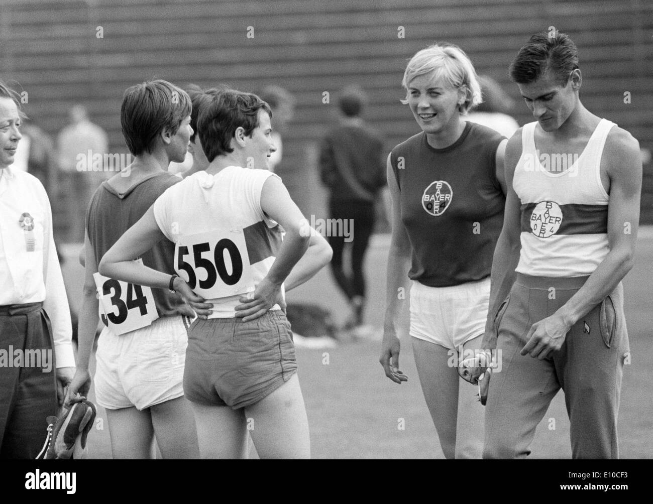 Sixties, black and white photo, sports, athletics, Western German Championships in Athletics 1966 in Leverkusen, track racing, men, women, sportsman and sportswomen under discussion, right Ferdinand Haas of Bayer Leverkusen, D-Leverkusen, North Rhine-West - Stock Image