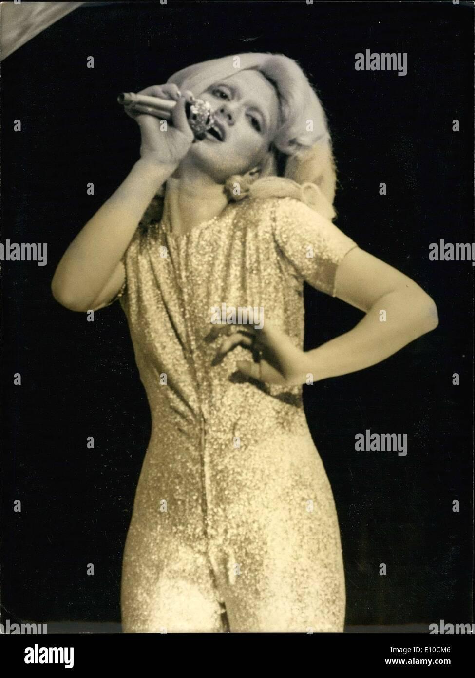 Jun. 10, 1972 - During the TV program ''Entente Coridale'' Rita Pavone impersonates the French singer Sylvie Vartan. - Stock Image