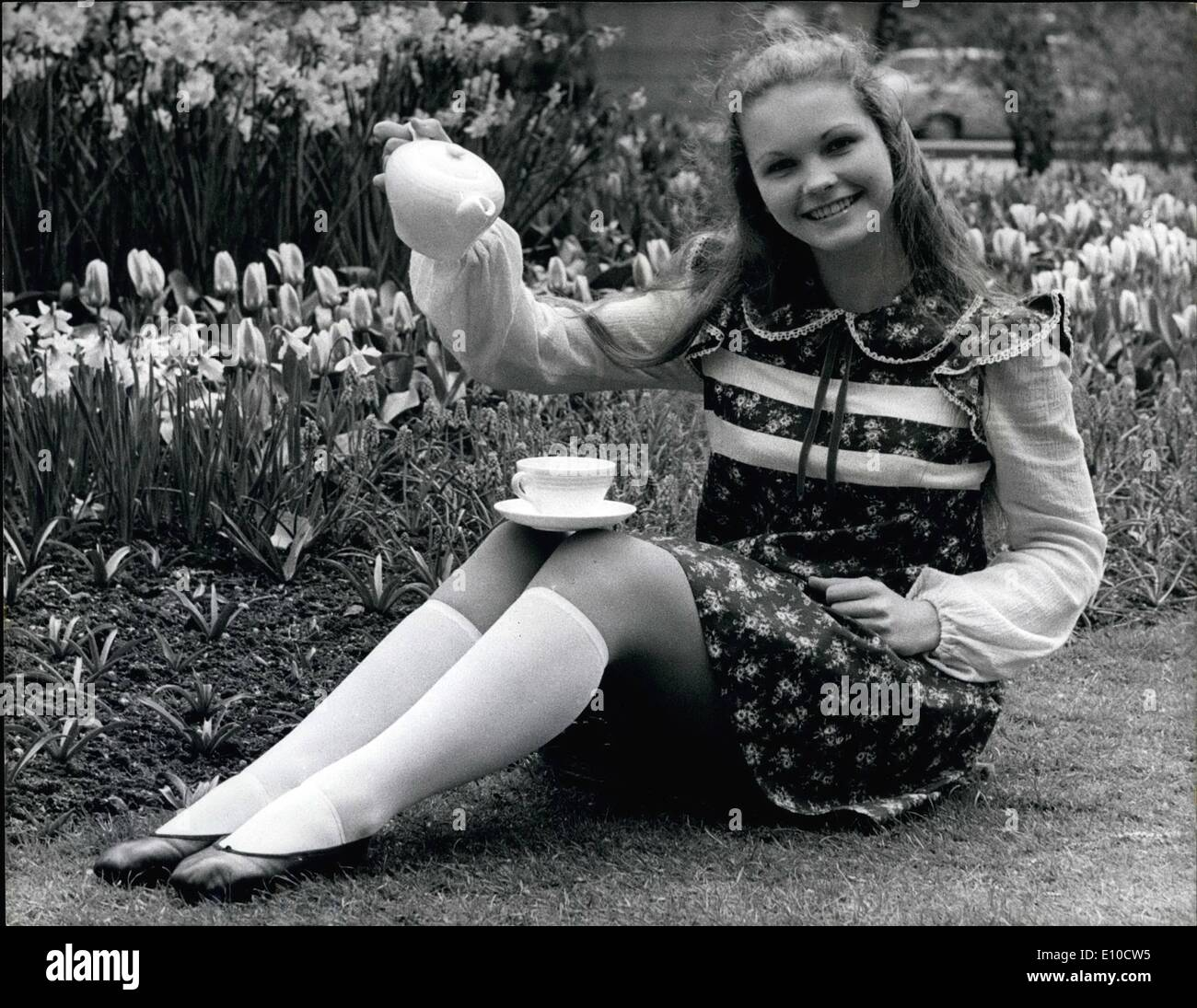 Apr. 04, 1972 - Alice Role For Fiona Fiona Fullerton, 15, happily looks into the mirror in London yesterday after the announcement that she is to play the little role in Josef Shaftel's film ''Alice's Adventures in Wonderland'' A pupil at Elmhurst Ballet School, Camberley, Surrey, she has already appeared in two films ''Run Wild, Run Free'' and ''Nicholas and Alexandra' - Stock Image