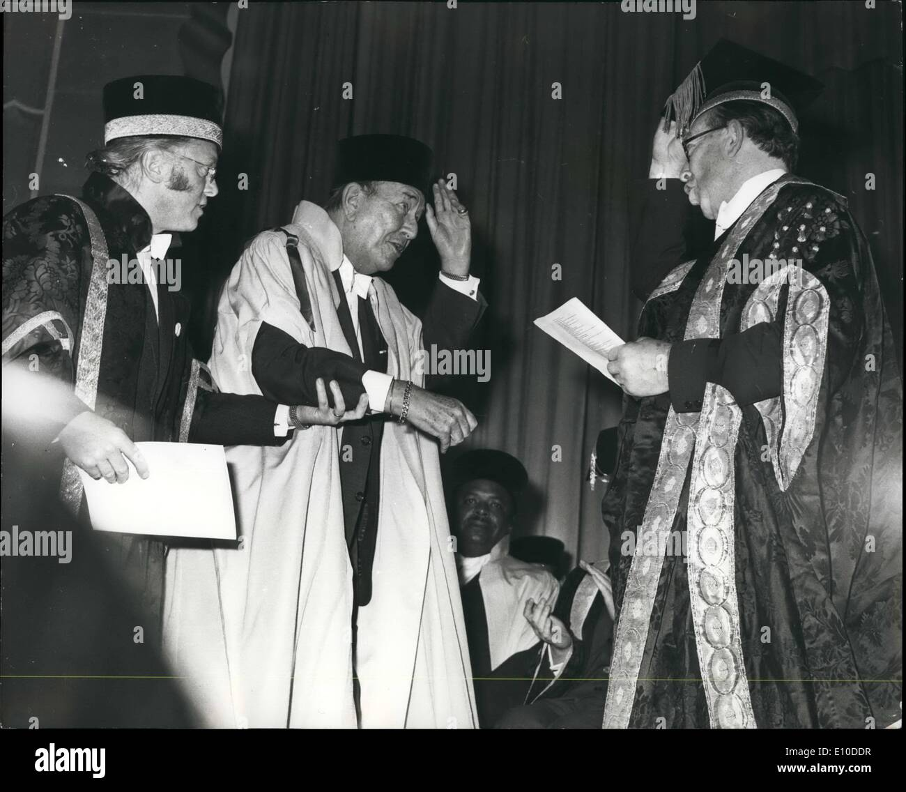 07, 1972 - Sir Noel Coward receives doctor of Letters degree at the University of Sussek.: Sir Noel Coward, one of the most distinguished figures in show ...