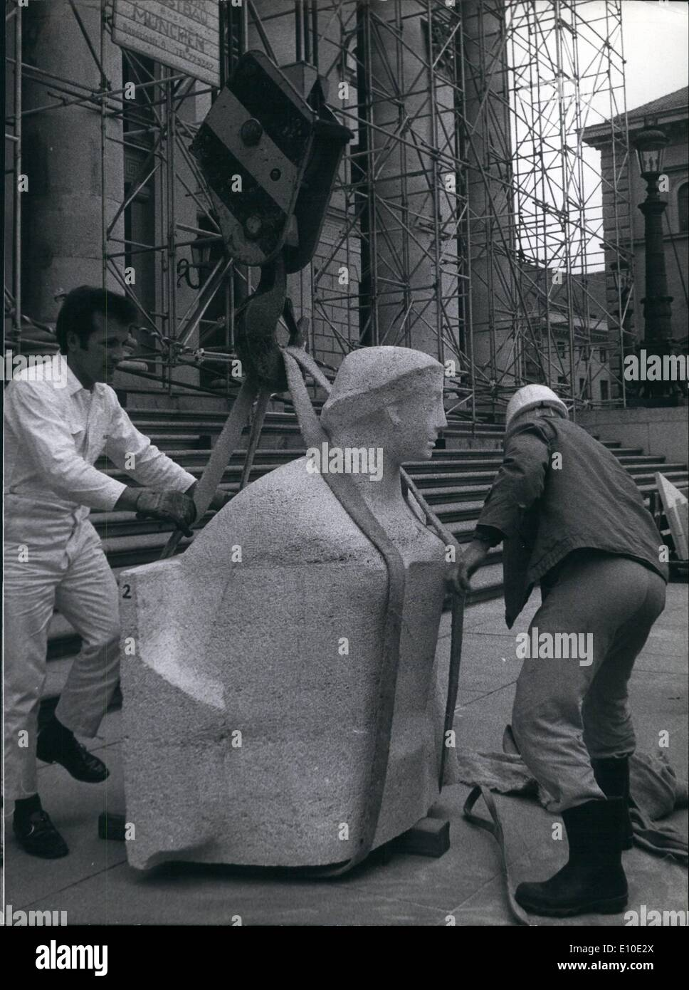 May 05, 1972 - Statues of Greed Gods to decorate the Munich Festival theater: Apollo is being prepared to get to his place on the gable of the Munich National Theater where he will be placed between his nine Muses. The statues were created by Professor Georg Branning who will in the next days do some finishing work on the 9000kg weighing colossus. The ceremonious unveiling will be on June 17th. - Stock Image