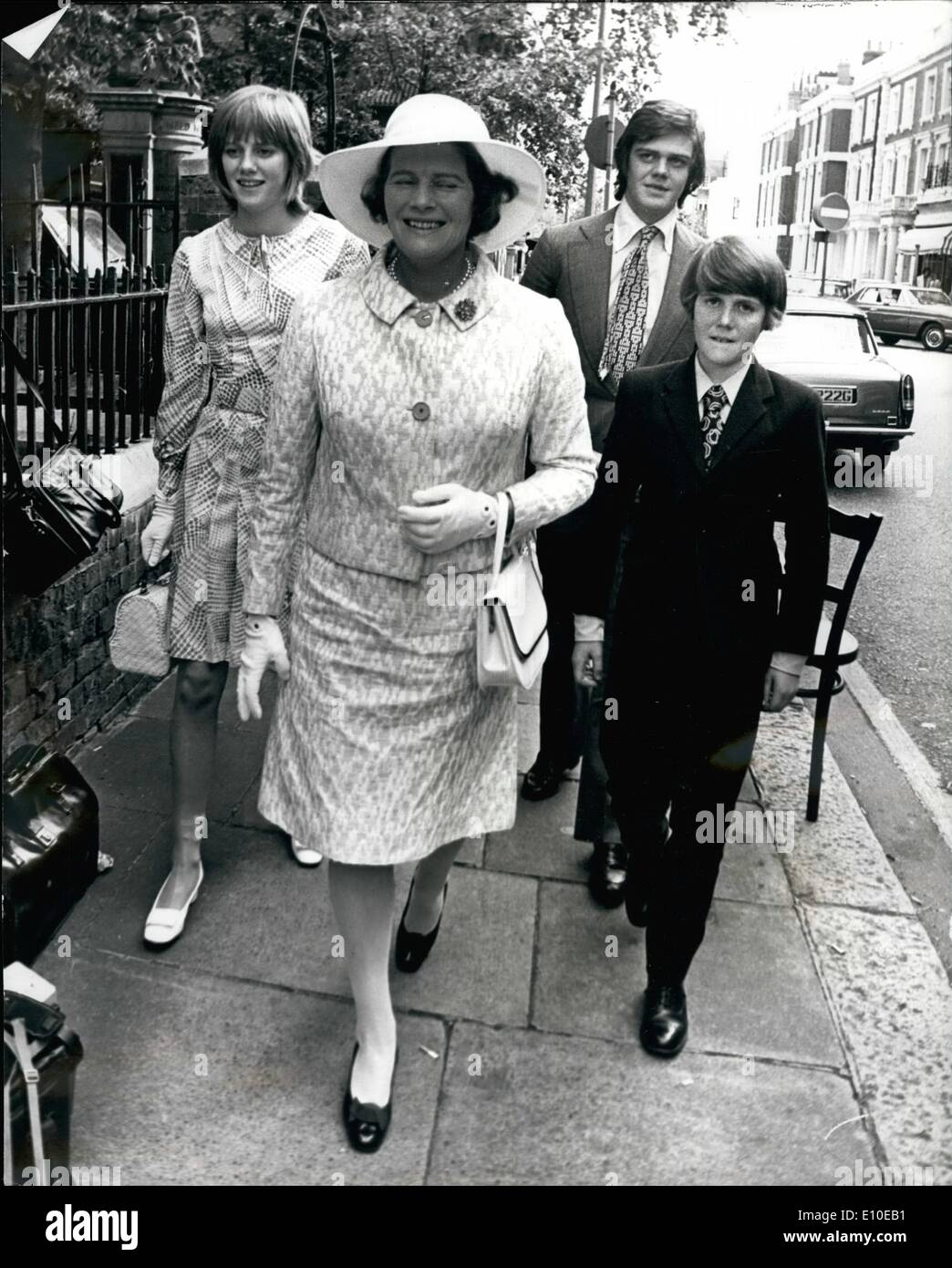 Aug. 08, 1972 - Lady Churchill attends the Wedding of her Granddaughter Arabella: Arabella Churchill, 22-year0-old granddaughter of Sir Winston and Lady Churchill, was married today to 23-year-old Scots schoolteacher James Barton, whose father is the headmaster of St. Thomas Moore School in Bournemouth. The ceremony took place at the Essex Unitarian Church Kensington, and Lady Churchill was present. Photo shows Mary Soames and family arrive for wedding - Stock Image
