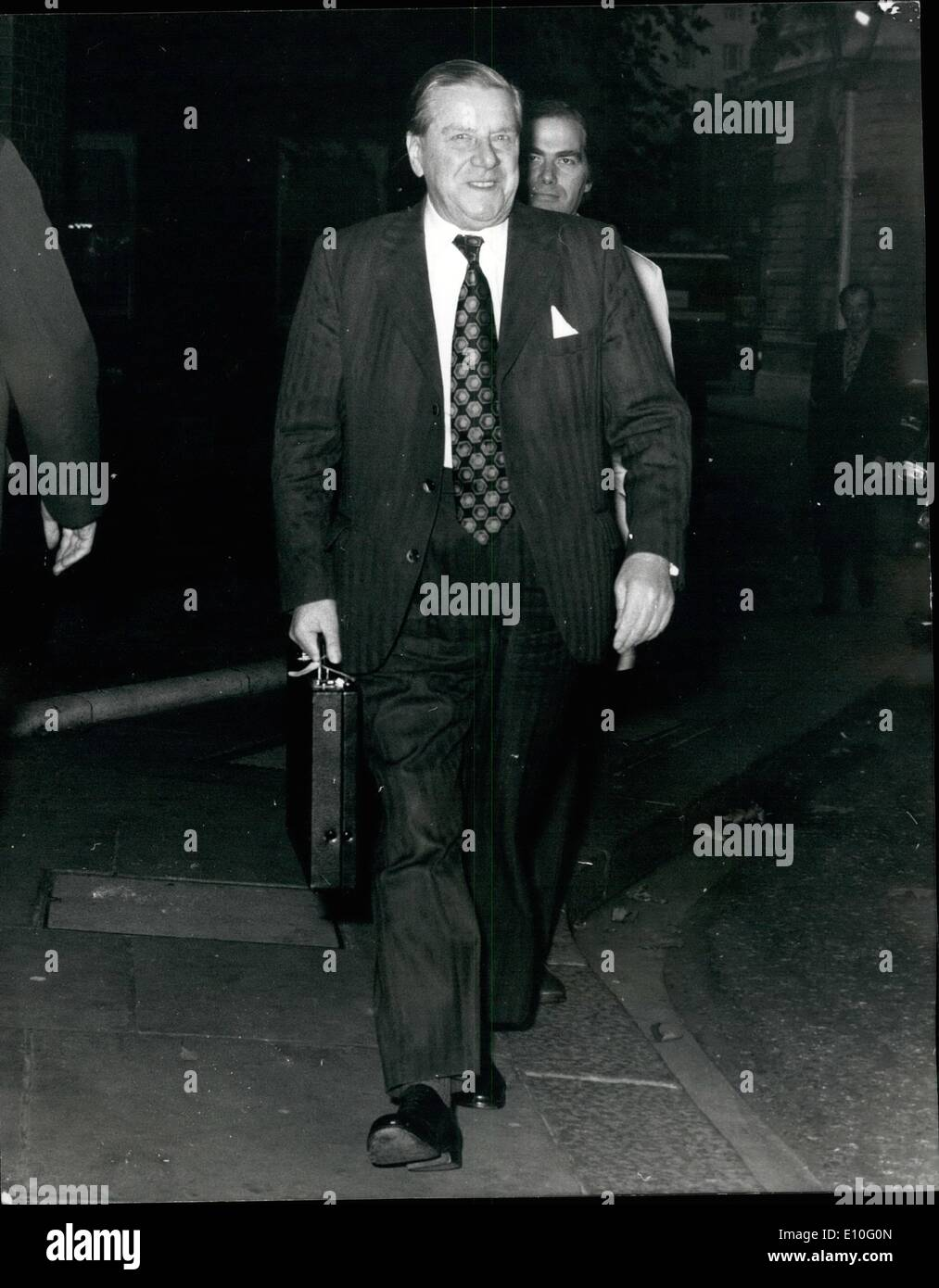 Oct. 10, 1972 - Talks At No.10: Talks were being held at No. 10 Downing Street today between the Government, the Trades Union Congress and the confederation of British Industries. Photo Shows: Mr. Vic Feather, general secretary of the T.U.C., arriving a No.10 this morning. - Stock Image