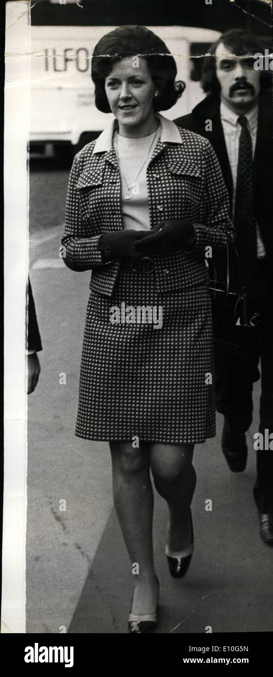 Jan. 01, 1973 - Detectives accused of conspiracy; Five Scotland Yard detectives accused of conspiracy to pervert the course of justice, appeared at Guildhall today. Photo Shows Pictured after appearing at Guildhall today, is one of the accused, Woman detective Constable Morag McGibbon. - Stock Image