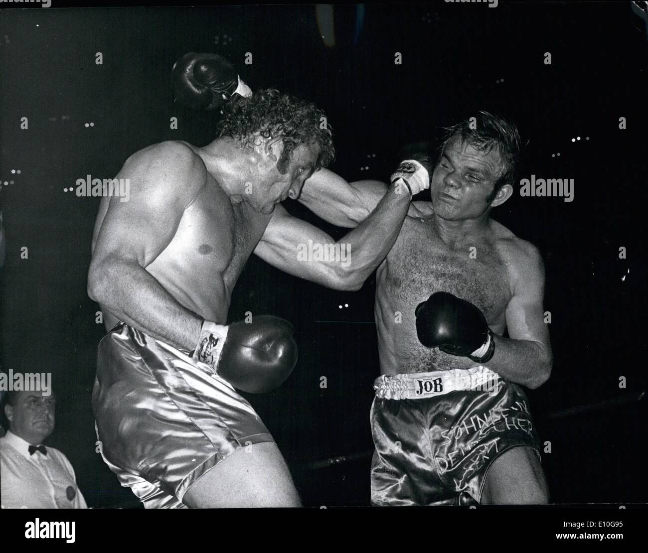 Oct. 10, 1972 - Joe Bugner Wins European Heavyweight Title. Britain's Joe Bugner won the European Heavyweight title, when he beat the holder, Jurgen Blin, of West Germany in the 8th. round, at Wembley. Photo Shows:- Joe Bugner (left) and Jurgen Blin, during the fight. - Stock Image