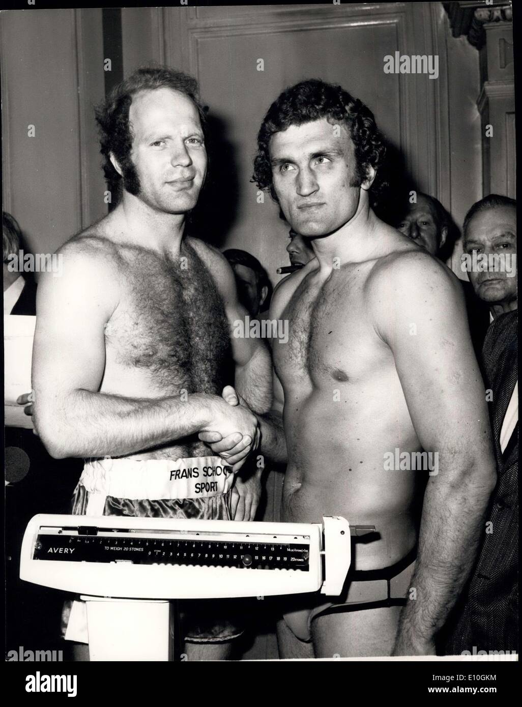 Jan. 16, 1973 - Bugner and Lubbers weigh in for tonight's fight; Photo Shows Lubbers of Holland Britain European title holder, pictured at the Hotel, Tottenham Court Road, when they weighed in for tonight's fight at the Royal Albert Hall when Bugner defends his title. - Stock Image