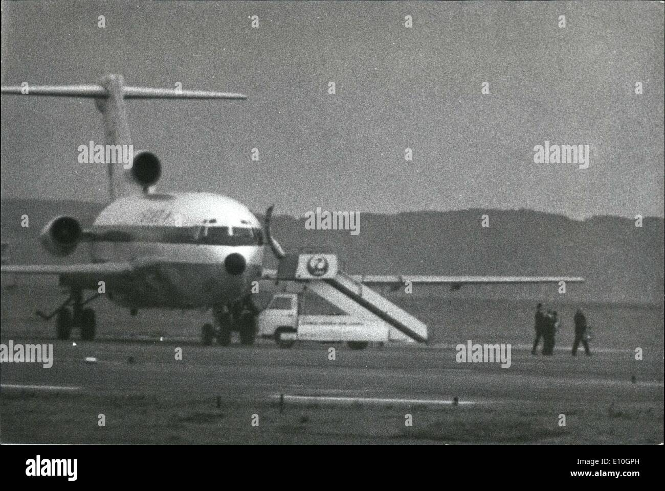 Nov. 11, 1972 - Japanese Hijacker in action: Tatsuji Nakaoka (47) keeps his loaded pistol on the three crewmen as they walk in single file with their hands tied from the Japan Air Lines 747 he had hijacked, to a Boeing DC-8 where he was captured by Tokyo police hidden in the aircraft. Nakoaka made the mistake of hijacking the 747 whose range could not fly him to Cuba via Vancouver and Mexico with 2 million U.S dollars ransom - Stock Image