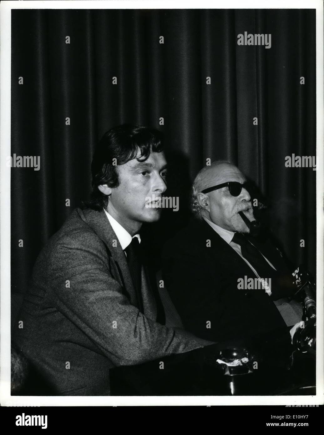 Dec. 12, 1972 - Based on Ladislas Fargo's book tentatively titled ''The aftermath'', paramount pictures will produce a major picture. This was announced at a press conference today where the Martin Borman case and details of the forthcoming book a film were discussed. photo shows from r to ladislas faraco Robert Evans, exec, v.p.in charge of world-wide production (he is the son even picon and husband of all McGuire) - Stock Image