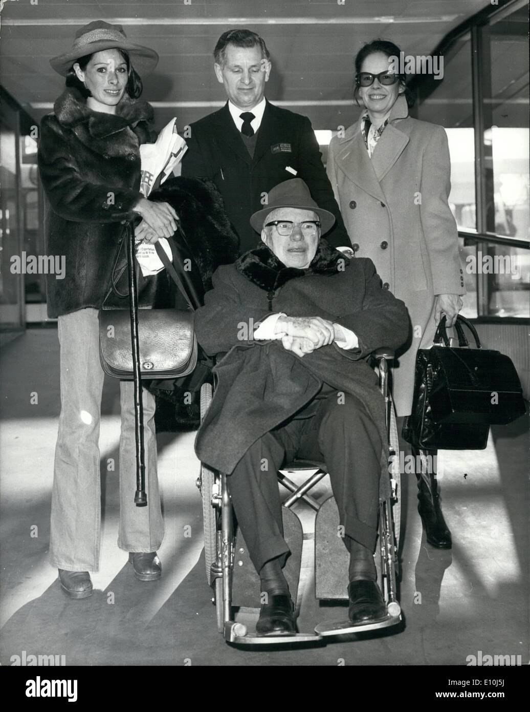 mar 03 1973 a wheelchair for charlie chaplin as he arrives here stock photo 69470398 alamy. Black Bedroom Furniture Sets. Home Design Ideas