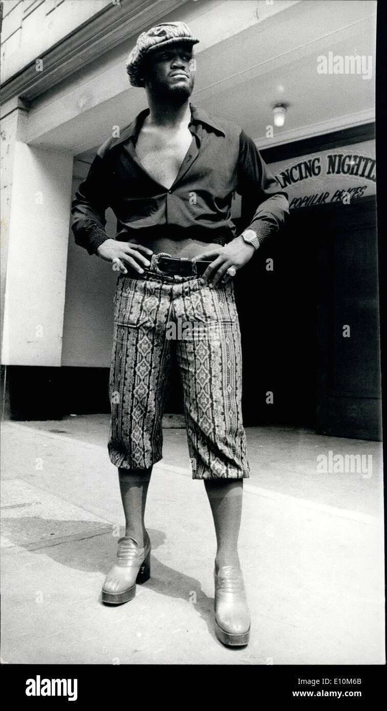 Jun. 06, 1973 - Fashion plate Joe Frazier.: Photo shows the former world heavyweight champion, Joe Frazier, where this way-out outfit, when arriving at the Empire Ballroom, Leicester Square, to go through the rules of his fight against Britain's Joe Bugner at Earls Court on Monday night. - Stock Image