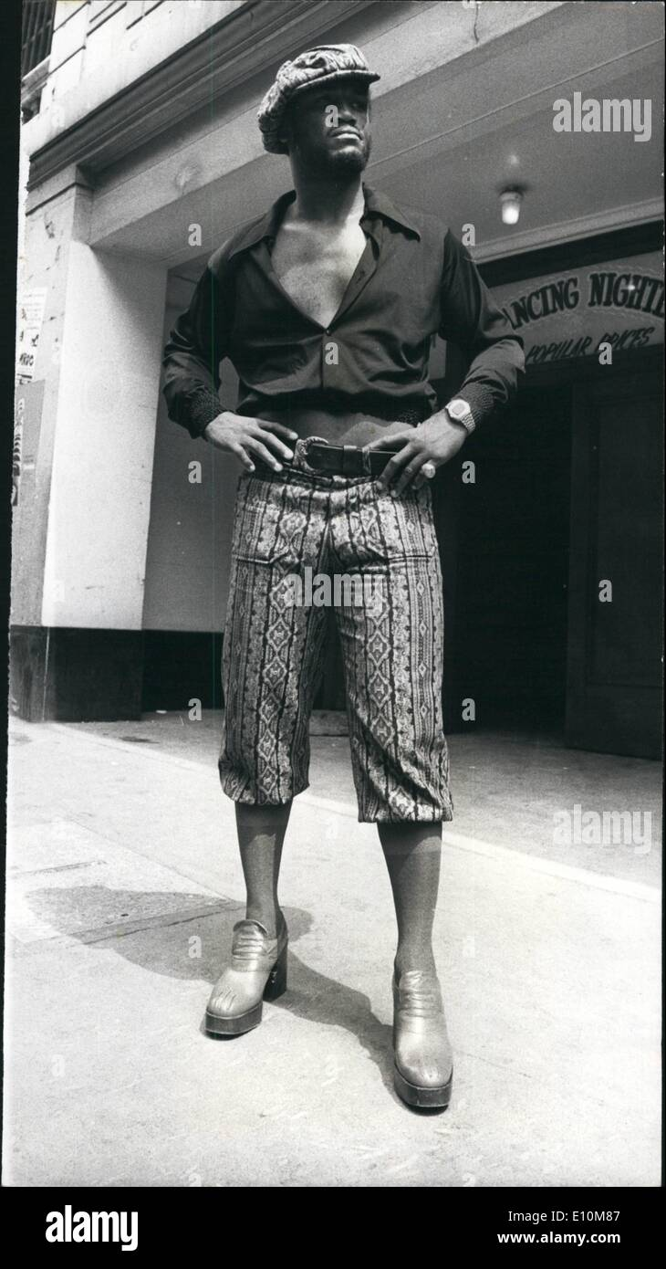 Jun. 06, 1973 - Fashion Plate Joe Frazier. Photo shows The former world heavyweight champion, Joe Frazier, wore this way-out outfit, when arriving at the Empire Ballroom, Leicester Square, to go through the rules of his fight against Britain's Joe Bugner at Earls on Monday night. - Stock Image