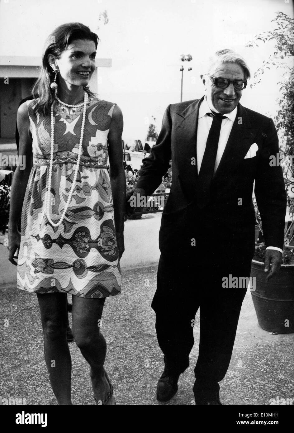 Jackie Kennedy z možem Aristotela Onassis fotografijo-8419