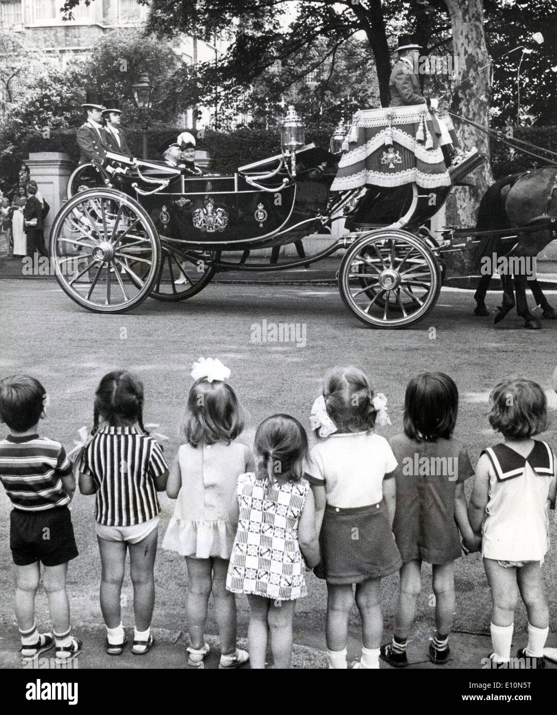 July 5, 1973 - London, England, U.K. - Russian children look on as NIKOLAI LUNKOV accompanied by the Marshal of the Diplomatic Corps MICHAEL FITZALAN-HOWARD, leaves the Soviet Embassy on the way to Buckingham Palace. - Stock Image