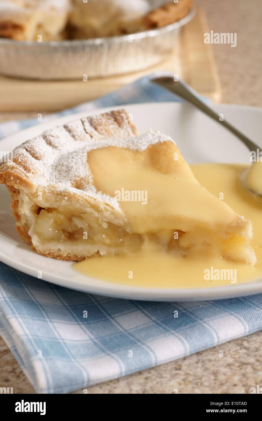 Apple pie and custard - Stock Image