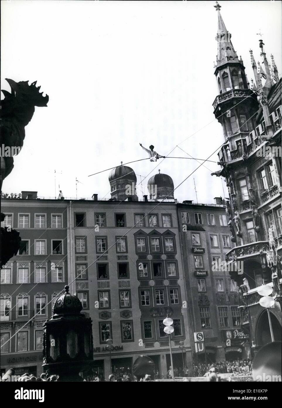 May 05, 1974 - Act on the High Wire Across the Marienplace in Munich.Acrobatic in 50 m heights... ... were presented to the population of Munich on the week end. The ''Oskanis'', an artiste group, who already were an attraction last year showing a motor bike drive on top of the television serial mast, this time presented their trick on the wire on the Marienplace. On foot and with the motor bike they resched the cupola of Munich's landmark, the Frauenkirche - Stock Image