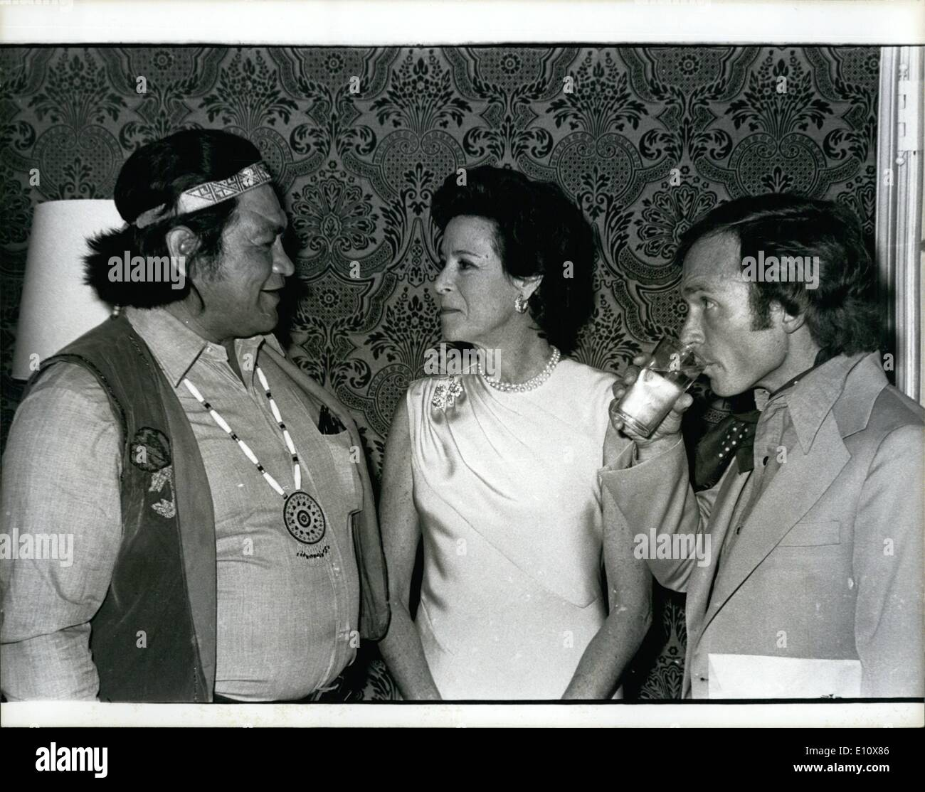 Lummi Indian - Kitty Carlyle - Dick Cauett at the letter's house, NYC. Pictu