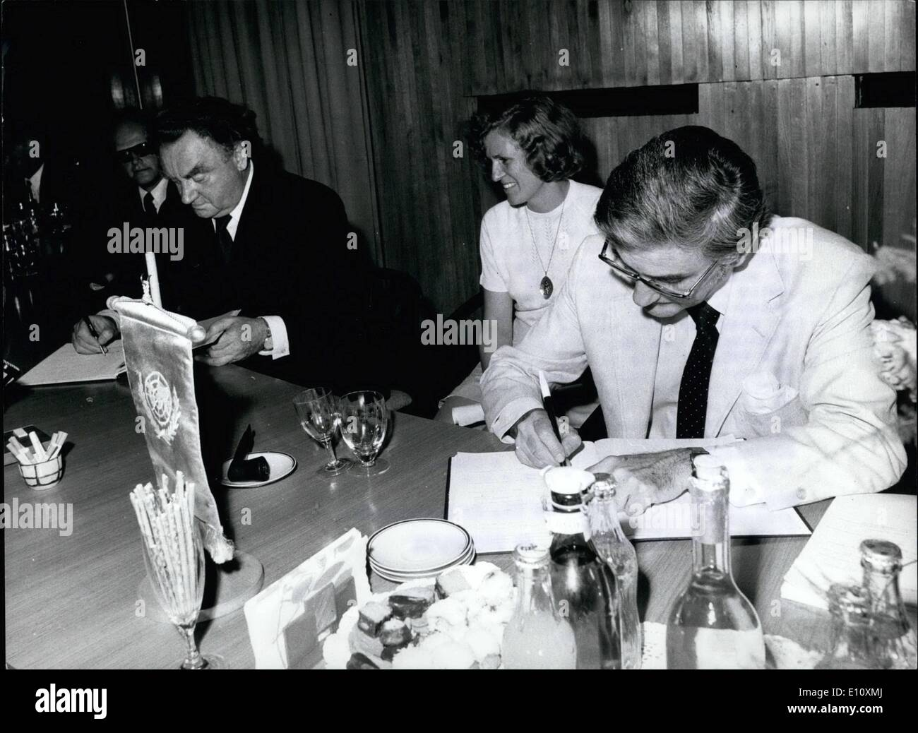 Aug. 08, 1974 - UNO Help To Medical Appliance Sterlization. Budapest: Dr.Gyorey Osztrovszky, President of Hungary's National Atomic Energy Committee and L.R. Bloch, the European Manager of the UNO Development programme / UNDP/ signed a contract here today, providing for an institute to set up in Debregen, East Hungary, for medical instruments and appliances to be sterilized under the effect of high-capacity Cobalt-60 ionizing rays which provide a much higher degree of security than so far known sterilizing methods by means of traditional chemical or heat treatment - Stock Image