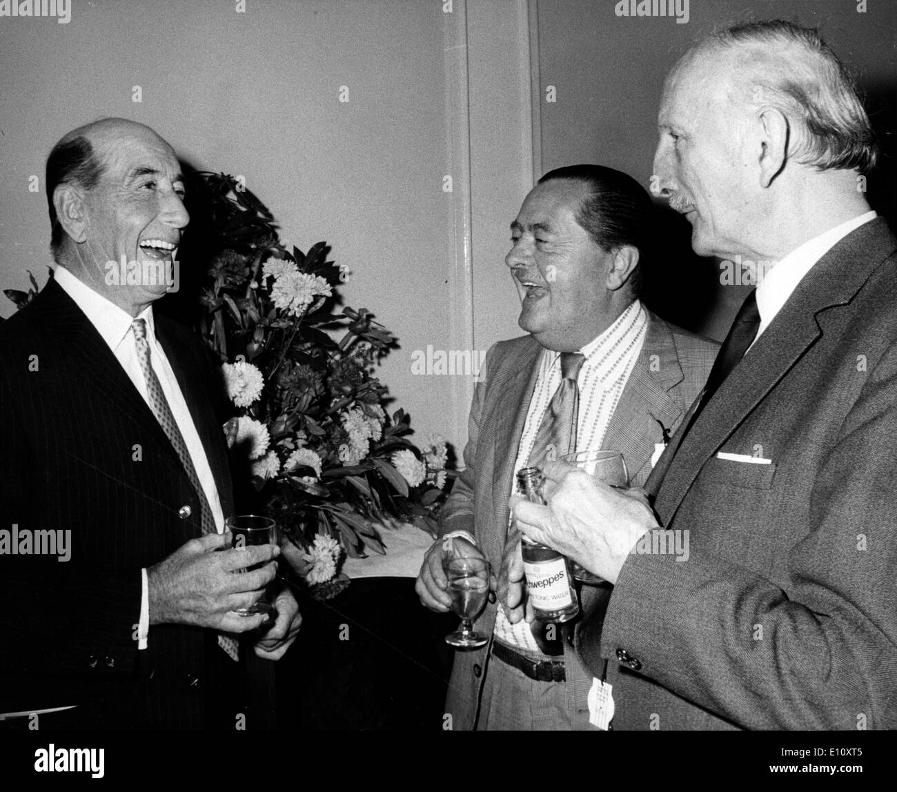 Captain RYAN PRICE, trainer of Derby entrant 'Giocometti' Sir WILLIAM BARNETSON, President and FRANK COVEN, - Stock Image