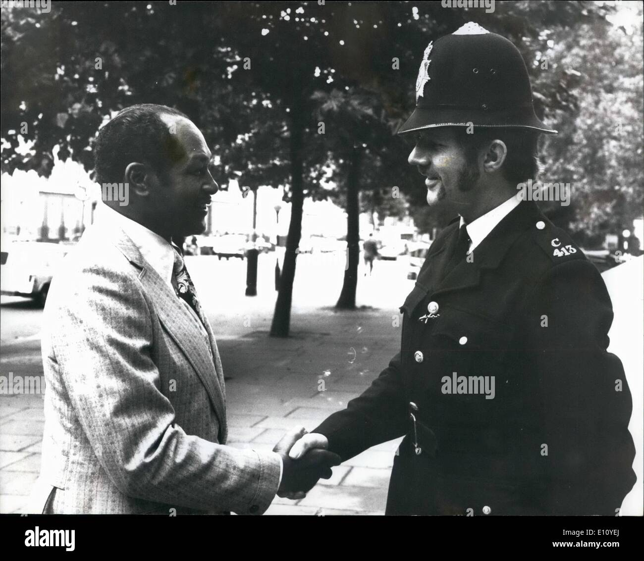 Sep. 09, 1974 - First Black Mayor of Los Angeles visits London: Mr. Thomas Bradley, the recently elected first Black mayor of Los Angeles, who is on a visit to London, last evening went to the American Embassy where he met the Press. Photo shows Mr. Bradley, a former police Lieutenant, shakes hands with a London policeman, when he arrived at the American Embassy last evening. - Stock Image