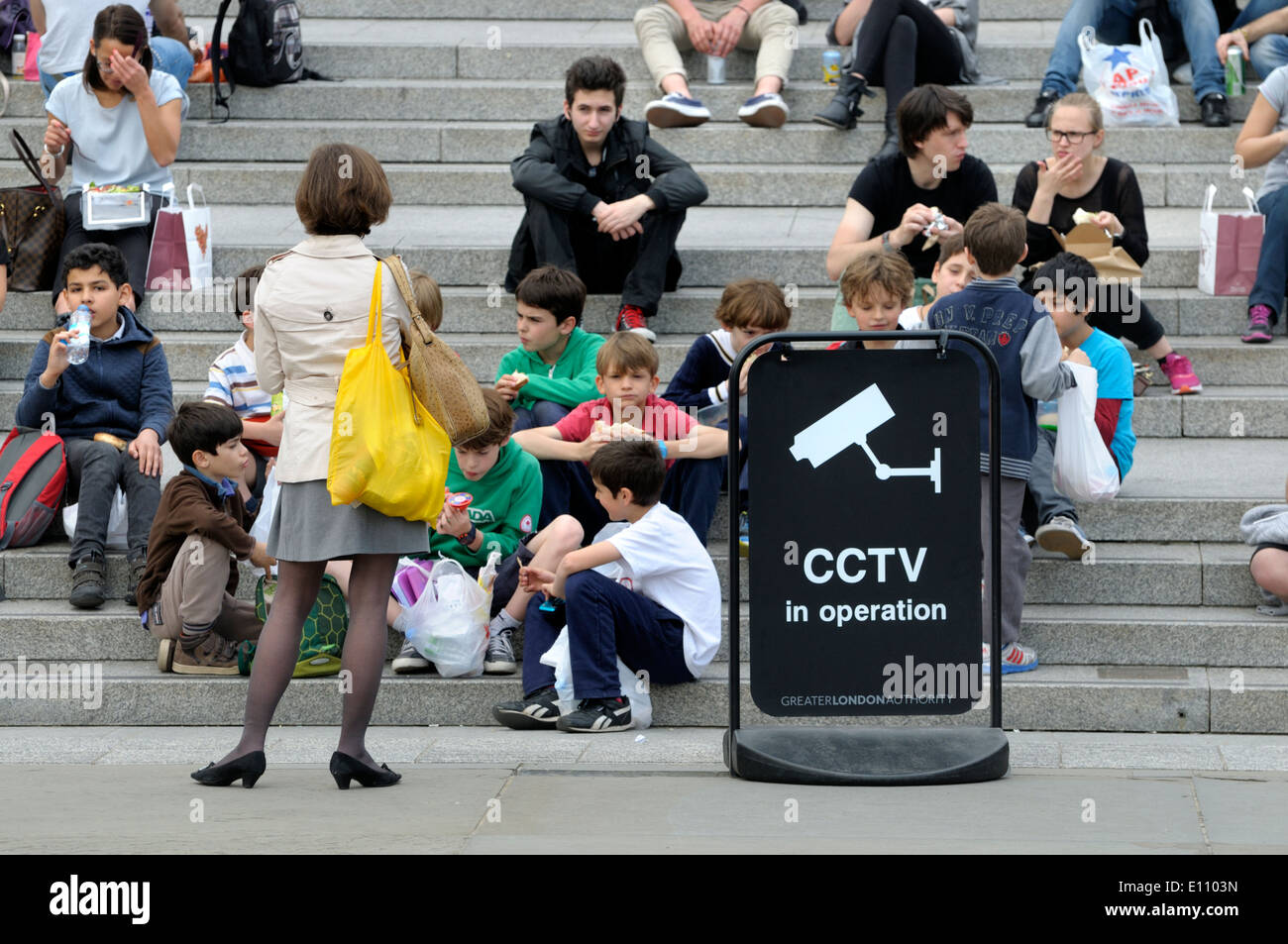 London, England, UK. People relaxing on the steps leading from Trafalgar Square to the National gallery - Stock Image