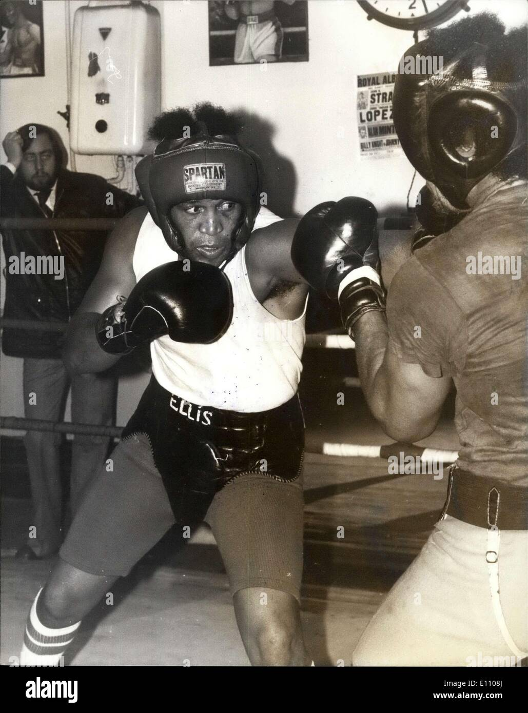 Nov. 05, 1974 - JIMMY ELLIS IN TRAINING AT THOMAS'A BECKETT. PHOTO SHOWS: JIMMY ELLIS seen during a work - out with British Light - heavyweight BILLY KNIGHT. He fights JOE BUGNER the British European and Commonwealth Heavy - weight Champion next Tuesday at Wembley. - Stock Image