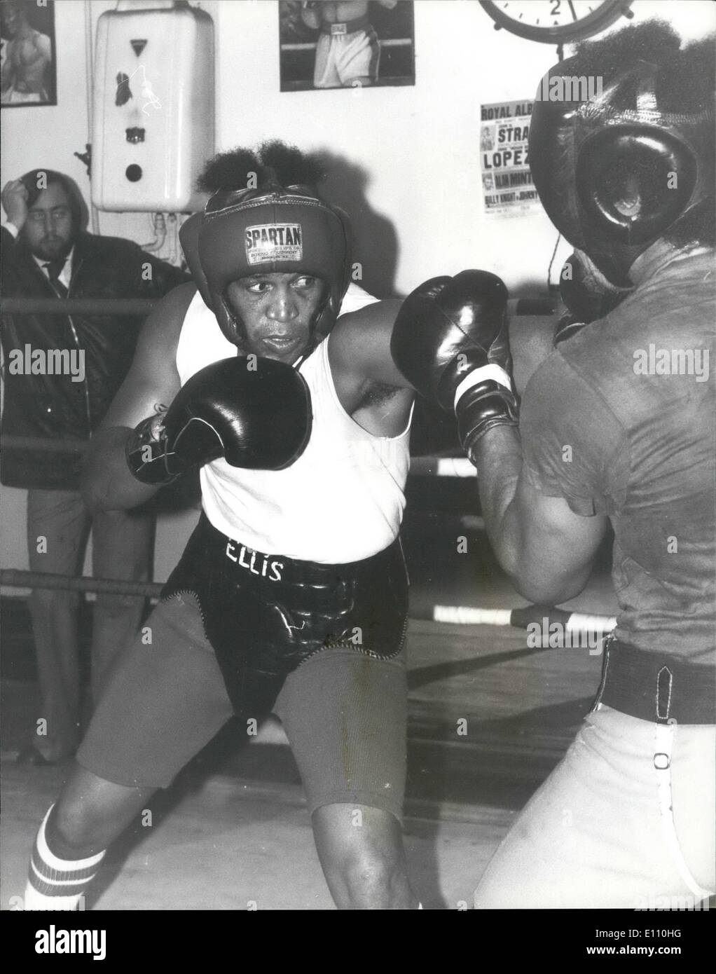 Nov. 11, 1974 - JIMMY ELLIS IN TRAINING AT T,OMAS'A BECKETT PHOTO SHOWS: JIMMY ELLIS during a work-out with Light-heavyweight BILLY KNIGHT he fight. JOE BUGNER the British European and Commonwealth Heavy-weight Champion next Tuesday at Weable3, - Stock Image