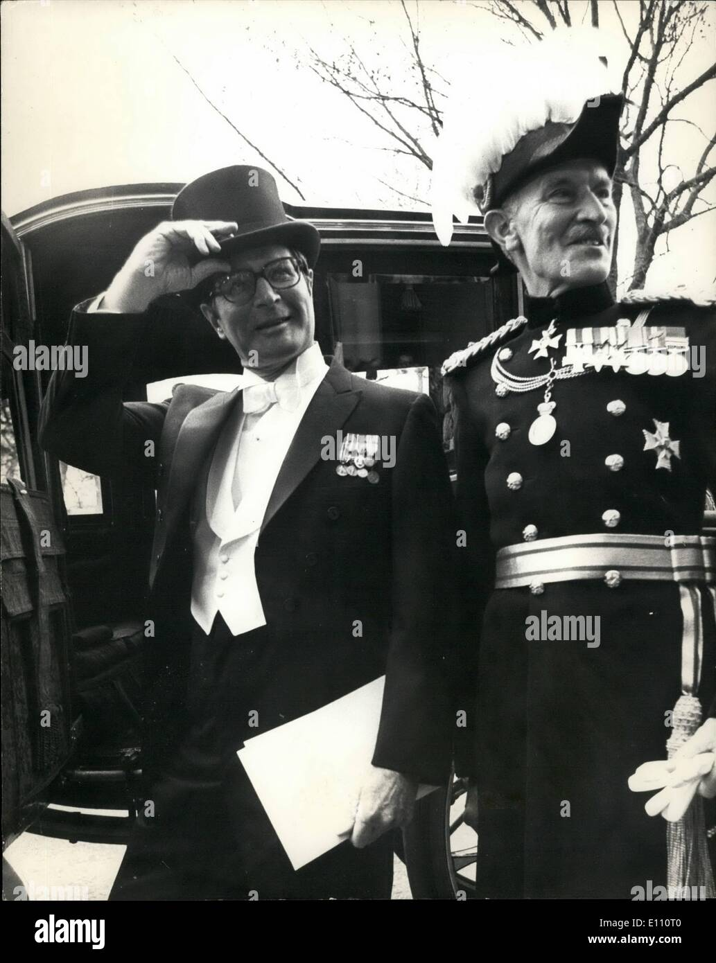 Mar. 03, 1975 - American Ambassador Presents Credentials: Mr. Elliott Richardson, the New American Ambassador, today went to Buckingham Palace to present his credentials. Photo Shows: Mr. Elliott Richardson, leaving the American Embassy in Grosvenor, Square, London, to present his credentials, On right is the Hon. Michael Fitzalan Howard Marshal of the Diplomatic Corps. - Stock Image