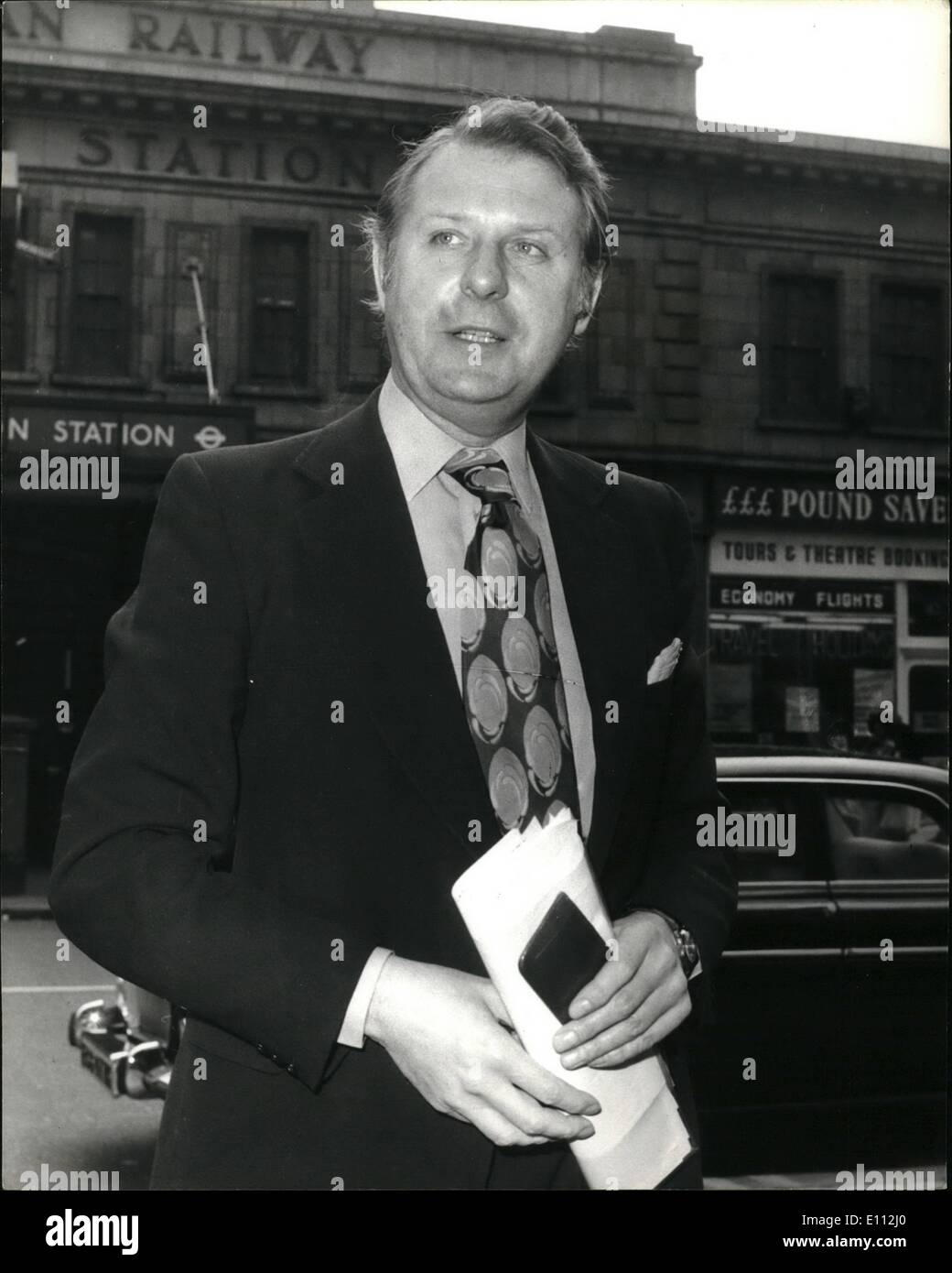 May 05, 1975 - State Industry Leaders Meeting; Leaders of nationalised industries were this afternoon holding a meeting at the British Steel Corporation. Prior to the meeting they had lunch at the great western hotel, Paddinton. Photo Shows Mr. Richard Marsh, British Rail Chairman, arriving for today's lunch. - Stock Image