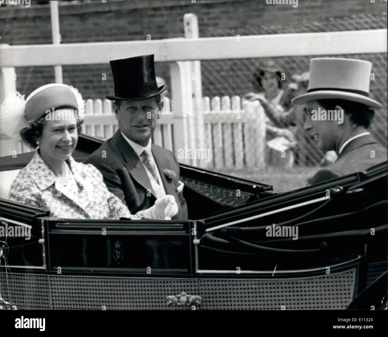 Jun. 06, 1975 - THE FIRST DAY OF THE ROYAL ASCOT MEETING PHOTO SHOWS:- The Queen in blue and white print outfit and matchig hat - Stock Image
