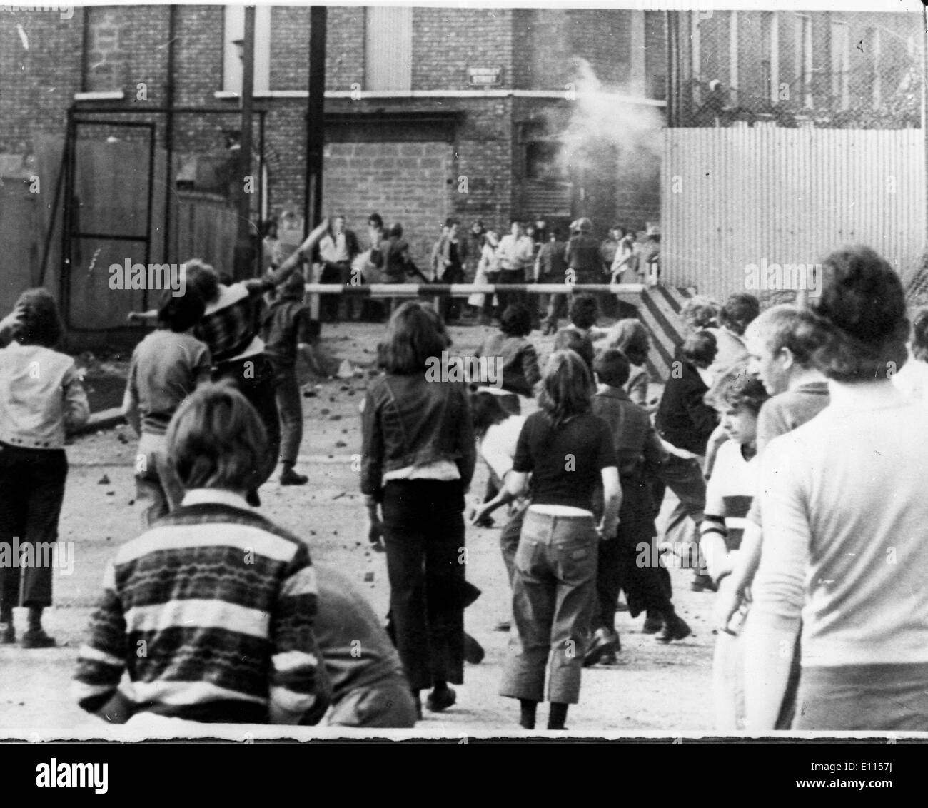 Aug 11, 1975; Belfast, Ireland; Catholics and Protestants throwing stones and petrol bombs during a battle across the 'Peace Line' in Belfast. - Stock Image