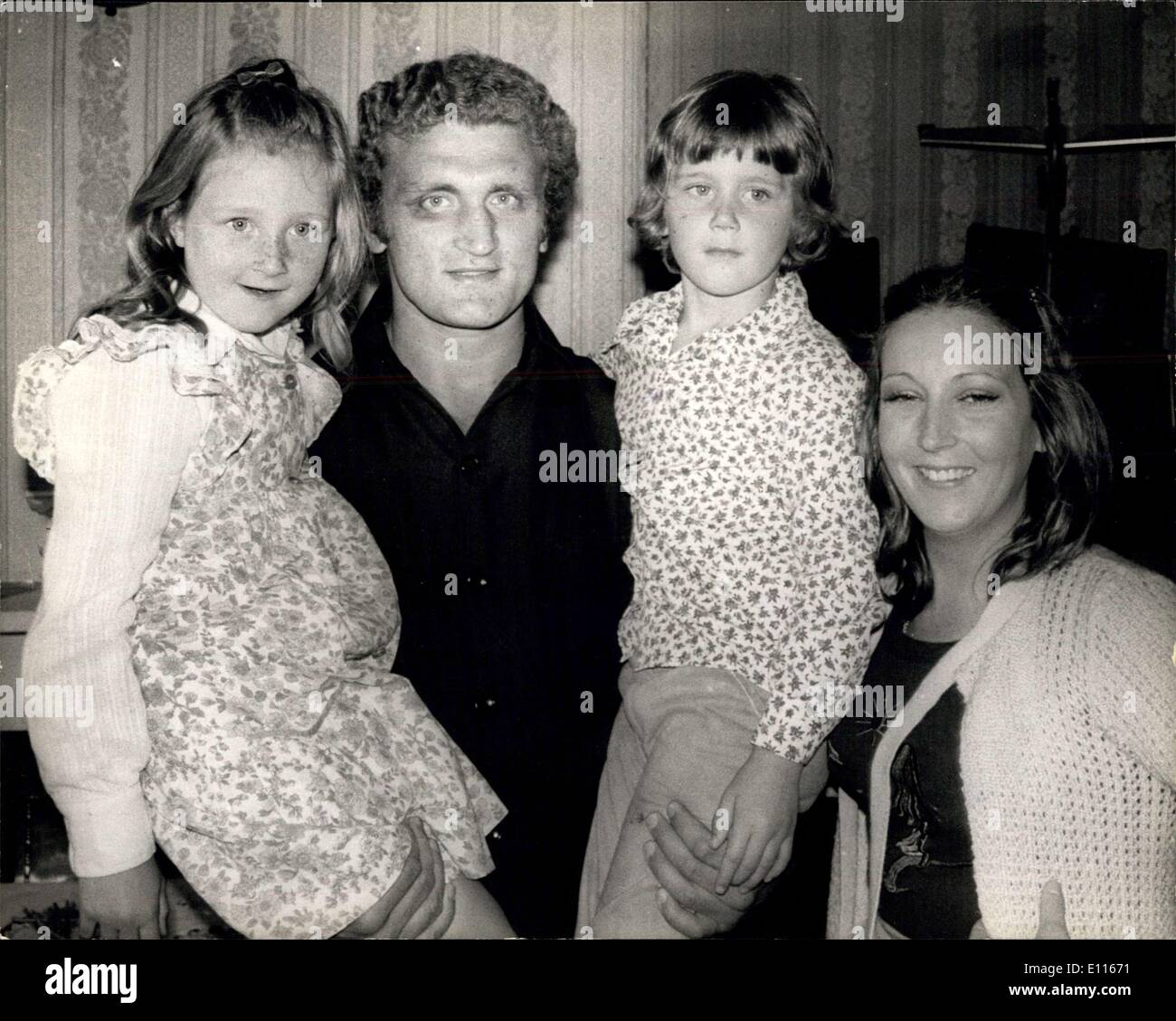 Jan. 05, 1976 - Joe Bugner Quits the ring: Joe Bugner the 25 year old European and Commonwealth heavyweight champion today announced his retirement form the ring and said '' My love for the fight games has gone''. Photo shows Joe Bugner seen with his wife Melody and his two children Amy Jane, 6 and Joseph 4.(picture taken July 4th &5) - Stock Image