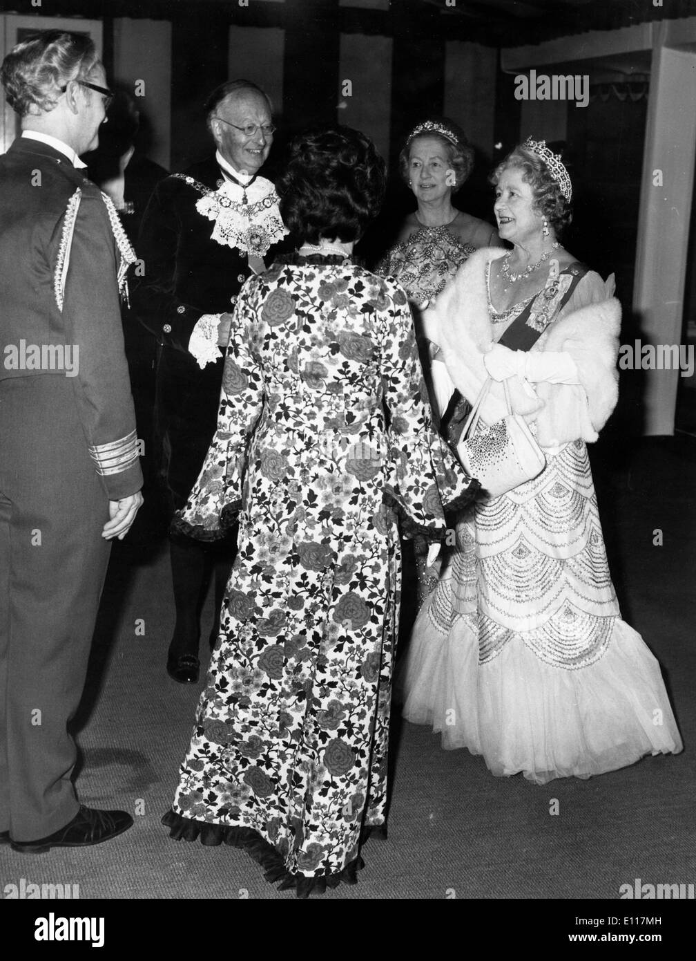 Queen Elizabeth Bowes Lyon In Ball Stock Photos & Queen Elizabeth ...