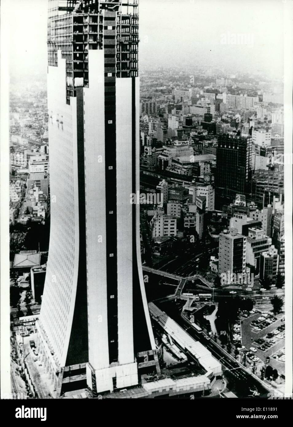 Apr. 04, 1976 - Skyscrapers which are to resist earthquakes in Tokyo; The inhabitants of the cities of Japan are living in constant fear of earthquakes which could hit the populated areas like the one in Tokyo in 1923 which took a toll of 140,000 lives. Since Geologist claim that due to increasing underground pressures, some years ago, the construction of skyscrapers which are to resist an earthquake three times stronger than ever recorded in Japan, has been started. Though even earth trumours of low intensity bring this safety skyscraper to swings, it will not collapse - Stock Image