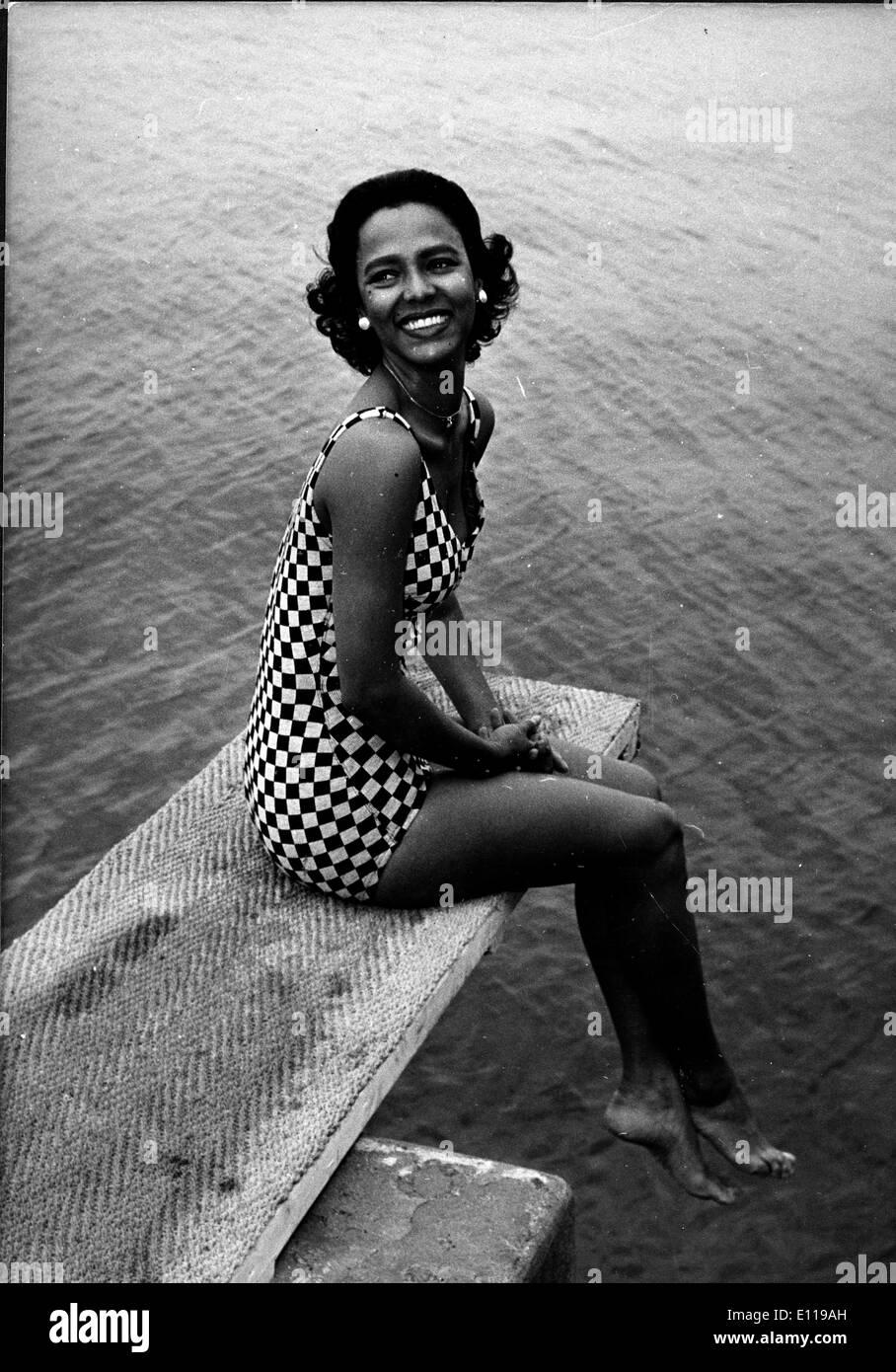 actress dorothy dandridge poses on diving board stock photo