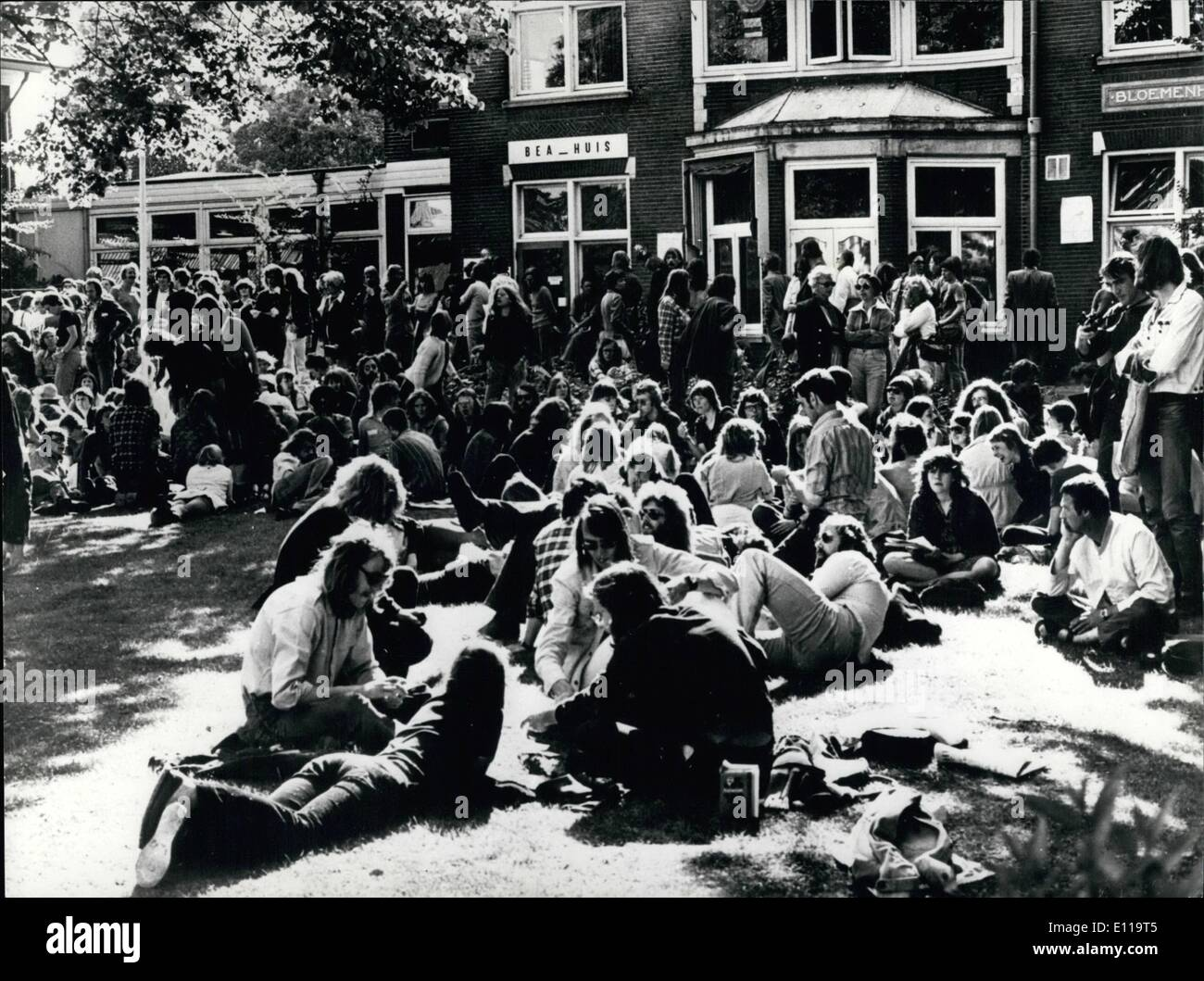 May 05, 1976 - Tension Grows Over The Closure Order Of The Only Dutch Abortion Clinic By The Dutch Minister Of Justice: The Dutch Minister of Justice has ordered the closure of the only abortion clinic at Heemstede, near Haarlem. The Dutch Parliament and a great number of ministers oppose the closure and are introducing a new bill to legalise abortion, which at the moment is forbidden by law. Photo shows Hundreds of Dutch people sit on the lawns of the abortion clinic at Heemstede as a protest against the closure order. - Stock Image