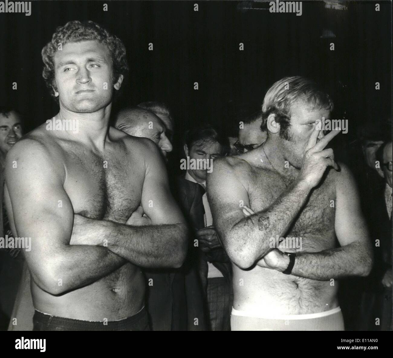 Oct. 10, 1976 - Dune V Bugner weigh in: Photo shows Richard Dunn, The British, Commonwealth, and European champion, seems to be - Stock Image