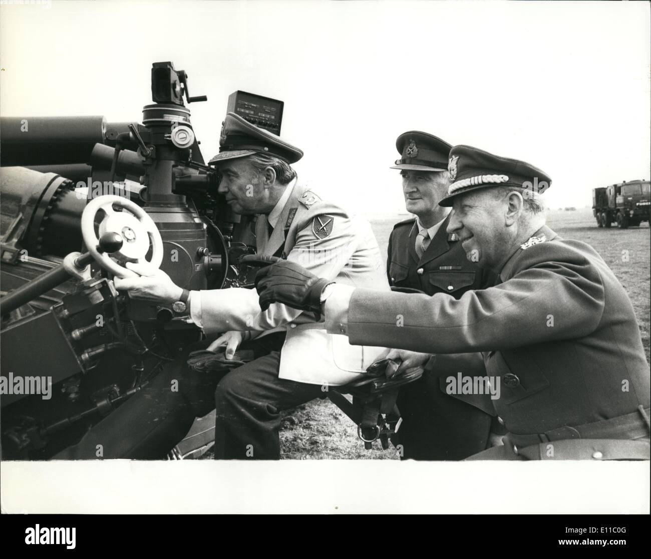 Sep. 09, 1976 - The International Acceptance of the FH70 155 Mm Field Howitzer art the Royal School of Artillery-Larkhill: There was a demonstration today of the FH70 155 mm Field Howitzer at the Royal School of Artillery as Larkhill, Salisbury. The FH70 project started as bi-lateral agreement between the U.K. and Germany in 1966. A Memorandum of Understanding was signed in 1968 and development of commenced that year - Stock Image