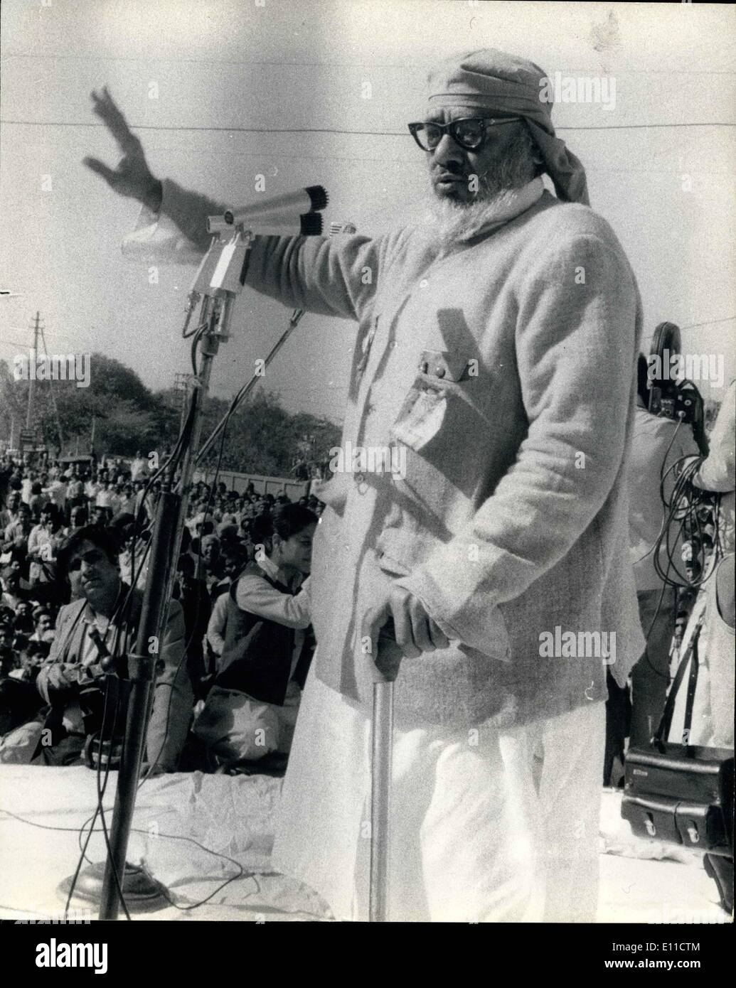 Mar. 03, 1977 - INDIAN ELECTION RALLY BY MR RAJ MARAIN IN DELHI PHOTO SHOWS: The Janata Party stalwart MR RAJ MARAIN seen addressing a mass Rally in New Delhi for the Indian election which takes place this month. - Stock Image