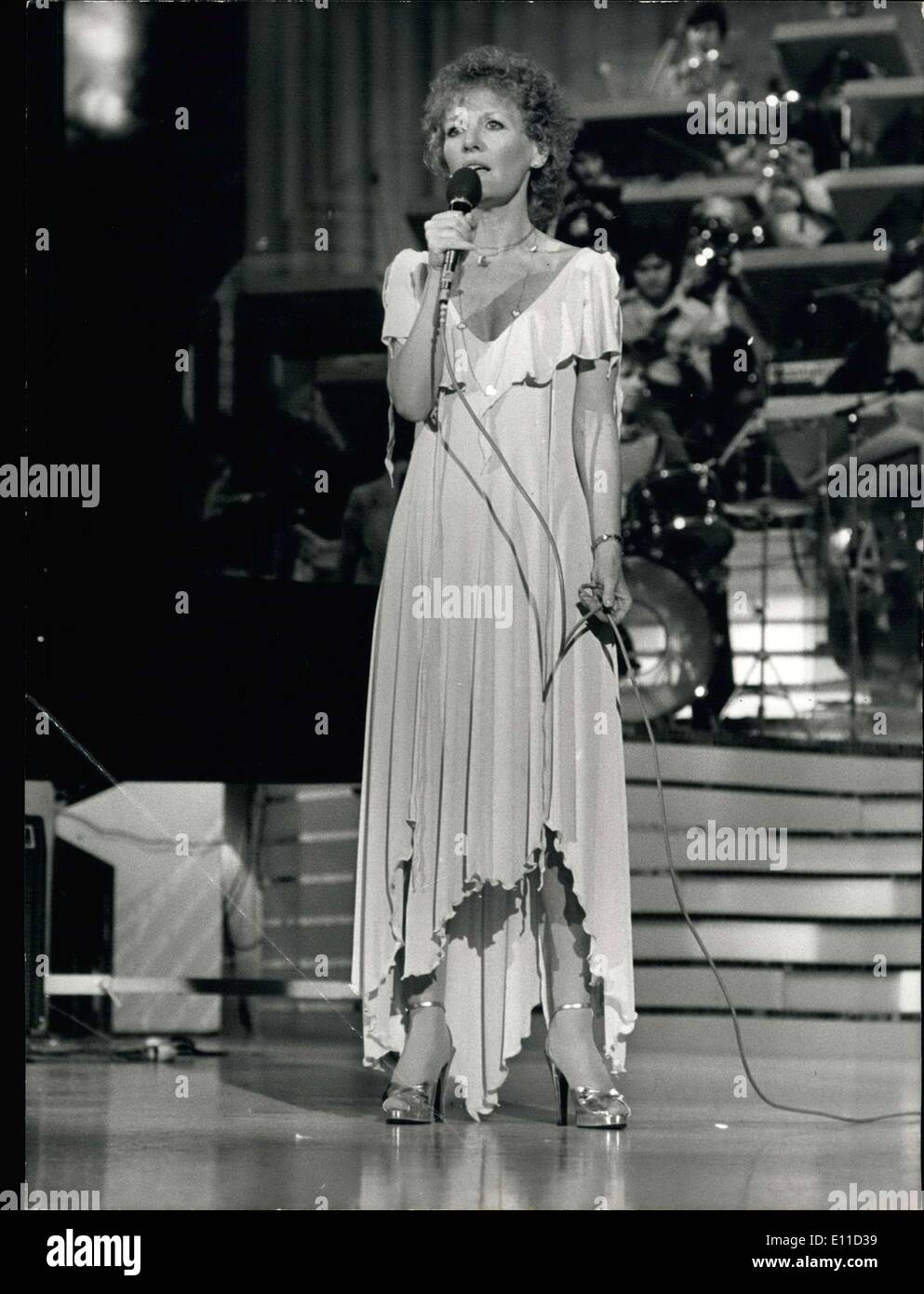 Apr. 08, 1977 - Petula Clark sings on the Empire's stage during the recording of the program ''Musique and Music,'' Stock Photo