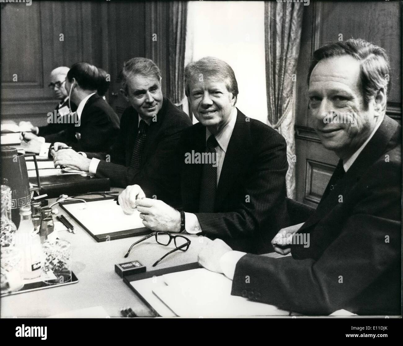 May 05, 1977 - Leader Seven of the most influential countries in the world arrived for the Lowing, Street ' Summit meeting today. Also at the meeting, hosted by British Premier James Callaghan, were the finance ministers from cash country.: Photo shows American President Jimmy Carter (centre) pictured with his secretary of State Cyrus R. Vance, left and Treasurer Michael Blumenthal (right) inside Downing Street for today's 'Summit' meeting. - Stock Image