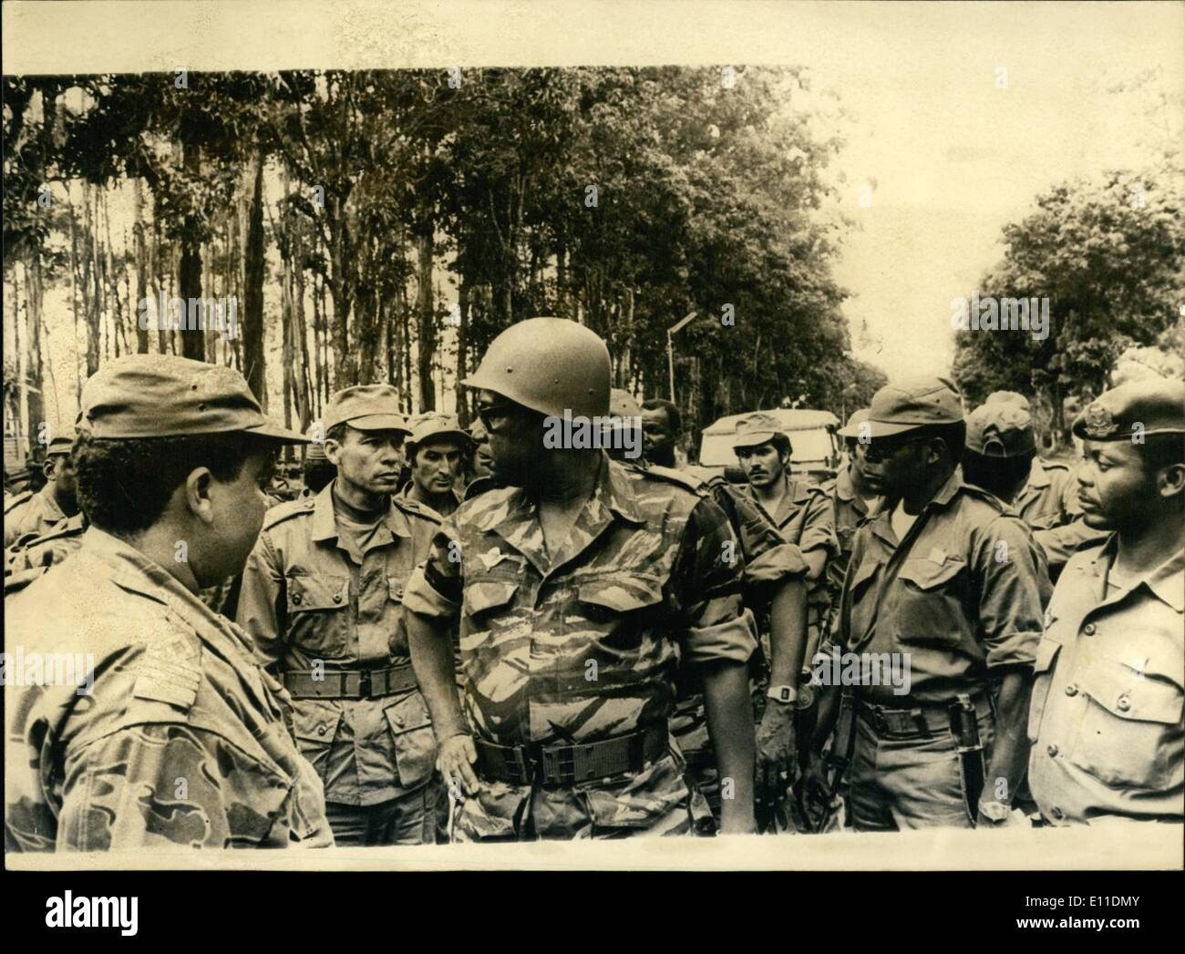 May 05, 1977 - President Mobutu Meets His Allies. President Mobutu of Zaire paid a visit to his mixed forces of Zairean and Moroccan troops on the outskirts of Mutshatsha, dressed in a Para-outfit - Stock Image