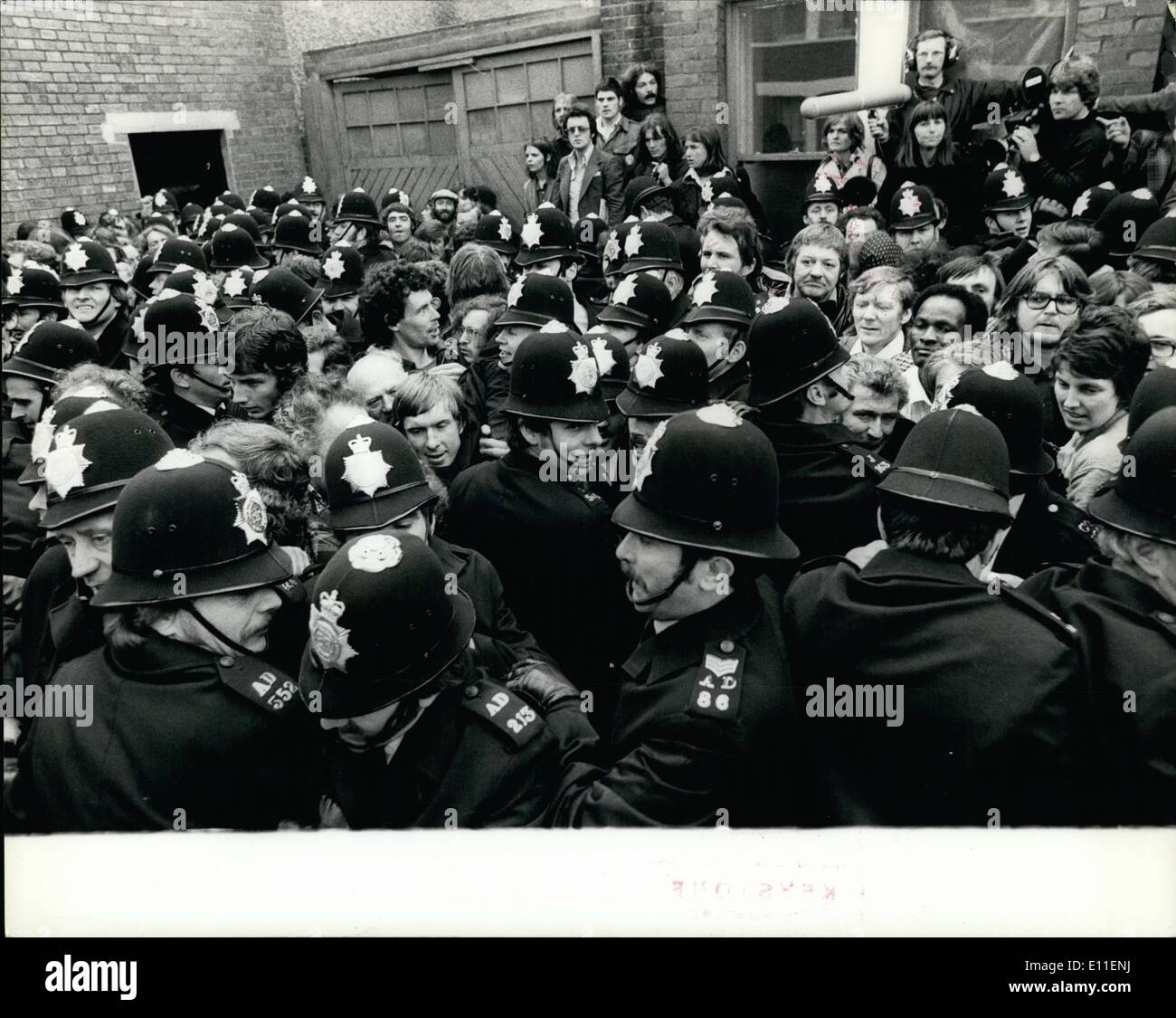 Jun. 06, 1977 - Policeman Badly Injured During Fighting Outside The Grunwick Factory: During the fighting which took place this - Stock Image